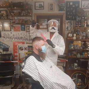 Befaamde barbier Mister Steve ging om middernacht al aan het knippen