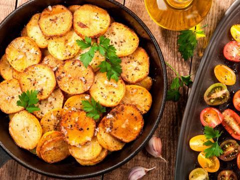 Krokante aardappelschijfjes: zo doe je dat