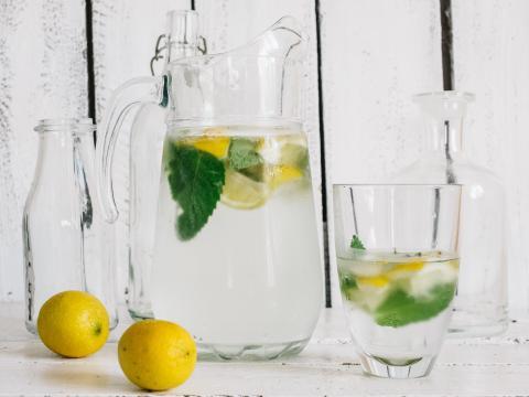 5 recettes d'eaux aromatisées