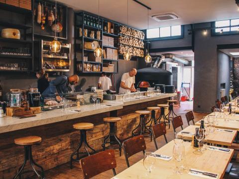Cŏcīna Aperitivo & pizzeria: la bonne adresse pour partager cocktails et pizzas !