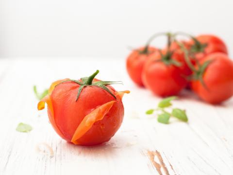 Tomaten ontvellen doe je zo 1