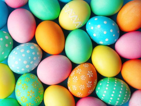 Is het veilig om geverfde eieren te eten?