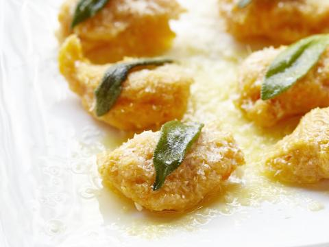 Les gnocchis de potiron au beurre et à la sauge de Carlo de Pasacale