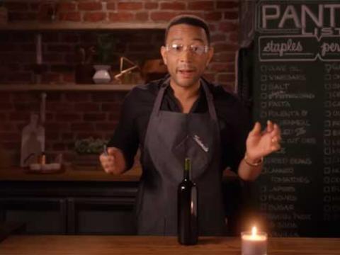 John Legend teste pour vous 4 astuces pour ouvrir du vin sans tire-bouchon (vidéo)