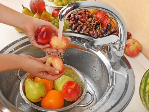 Vous ne nettoyez pas vos fruits et légumes correctement: cette méthode est la plus efficace