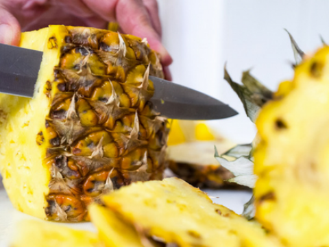 Zo snij je een ananas in 5 stappen