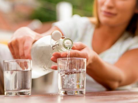 Zoveel water moet je drinken tijdens een hittegolf