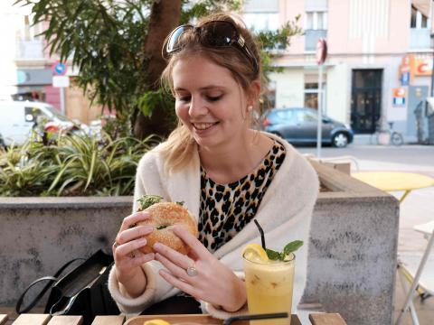 Libelle Lekker redactrice Macaron Manon Van Aerschot op citytrip in Valencia