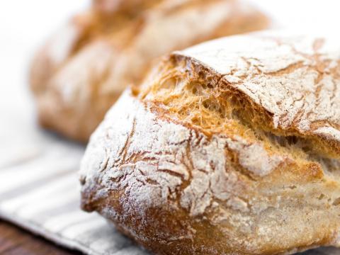 Zuurdesembrood bakken: zo doe je het