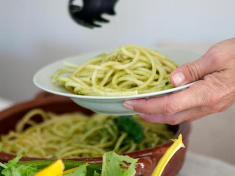 Pourquoi le trou dans la cuillère à spaghettis?