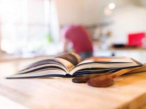Zo krijg je die vlek uit je favoriete kookboek
