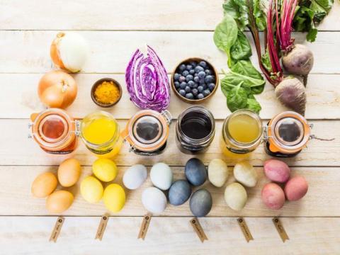 Wist je dat je paaseieren kunt kleuren met groenten?