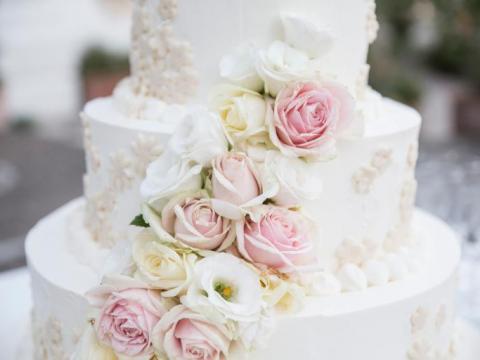 Le gâteau suspendu, la tendance renversante des mariages!