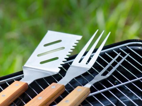 Deze tools mogen niet ontbreken op je BBQ