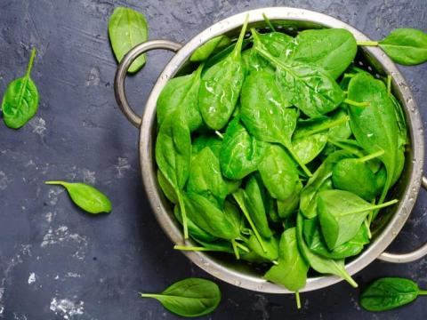 Mag je spinazie opnieuw opwarmen? Wij hebben het antwoord