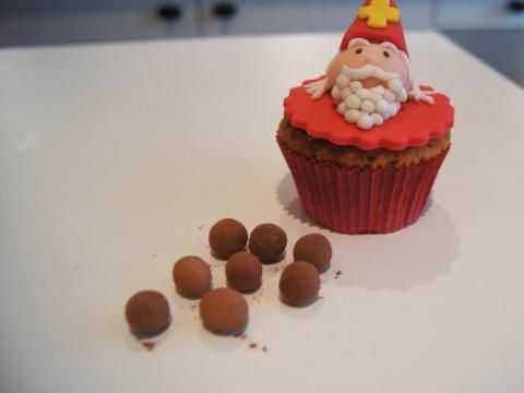Zo maak je schattige Sinterklaascupcakes