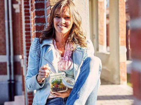 Pascale Naessens legt uit hoe je voedingsmiddelen best combineert