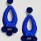 Kobaltblauwe oorbellen met fluwelen balletjes