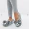 Grijze pantoffels in de vorm van een beertje