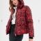 Rode puffer jacket met luipaardprint