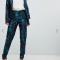 Blauw-paarse broek in jacquard