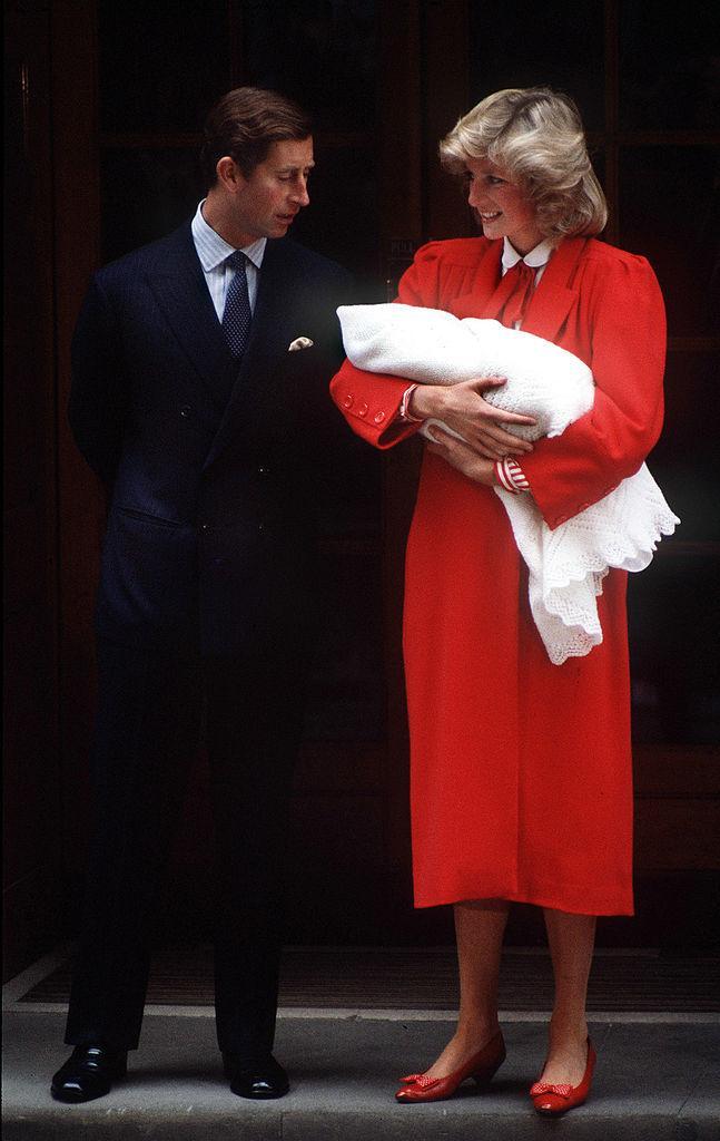 DIANA DRAAGT BABY HARRY OP HAAR ARM. (1984)