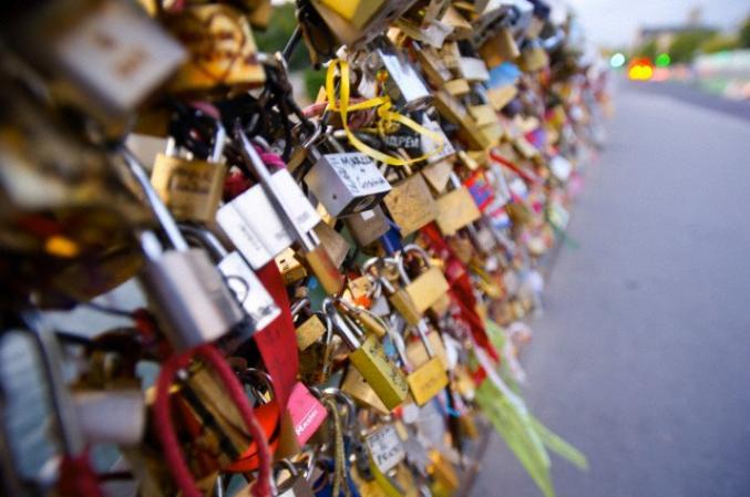 Immortaliser son amour avec un cadenas à Paris