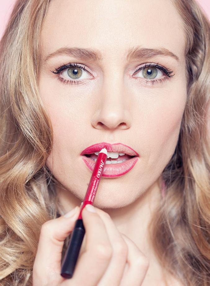 À Appliqué Rouge FilméeLe Femmes Leçon Parfaitement D Lèvres ny8wvmO0N