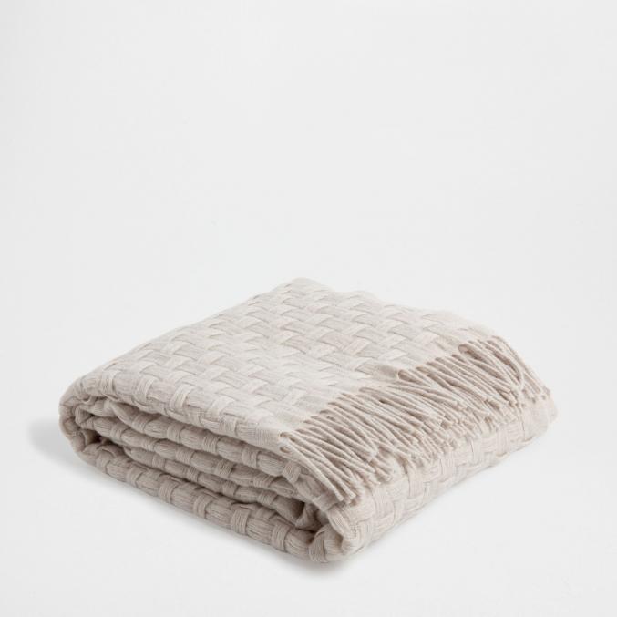 couverture en laine tressée (130 x 170 cm) - 69,99€ Zara Home