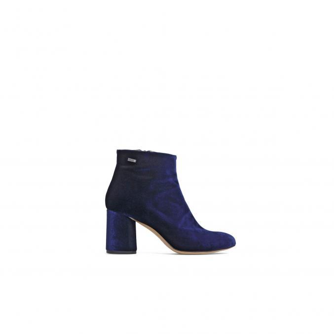 Low boots matière velours, 239 €, Liu Jo.