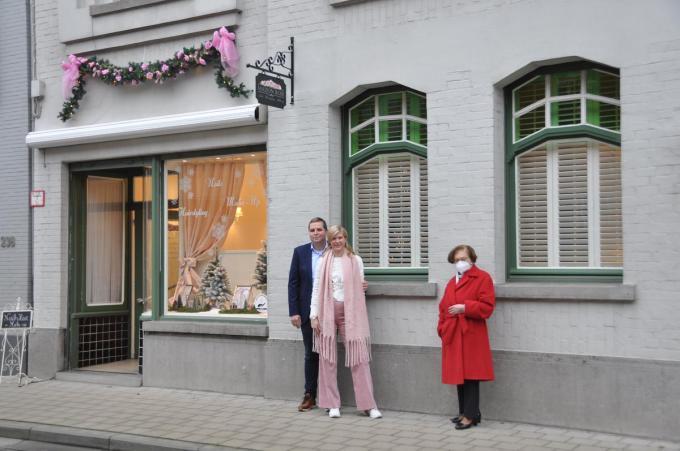 Liselotte Algoet en Claude Vanbiervliet hebben aan Marie-Claire Himpe beloofd om het pand in ere te houden.© PNW