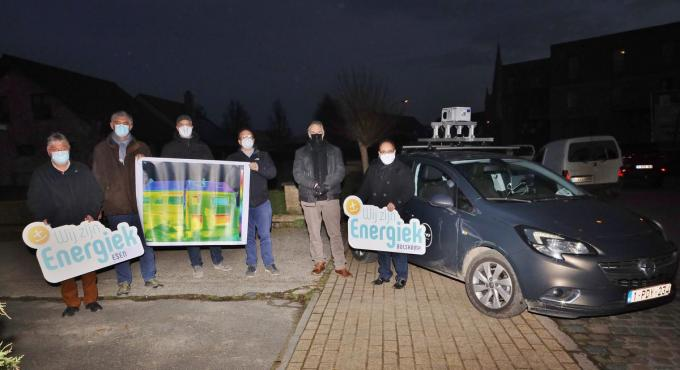 Schepen Marc Deprez van Diksmuide, Geert Sanders van WVI, Jef Germonpré en Niko Deprez van Bewonersplatform Bulskamp en burgemeester Peter Roose.©Myriam Van den Putte