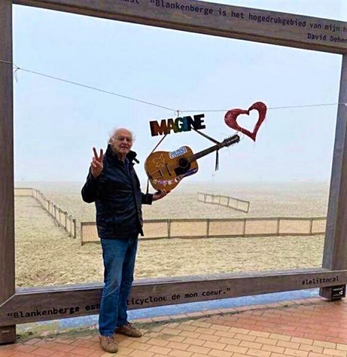 Piet Wittevrongel herdenkt de vermoorde John Lennon.© WK
