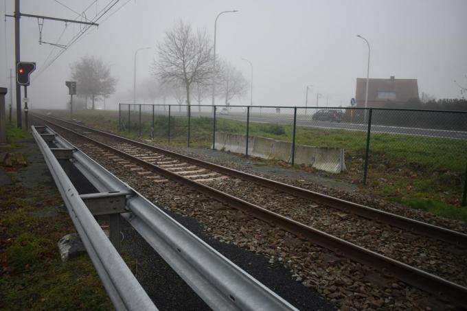 Met een hek en een vangrail werd het oversteken van de spoorweg ter hoogte van de Casselstraat onmogelijk gemaakt. (Foto TOGH)
