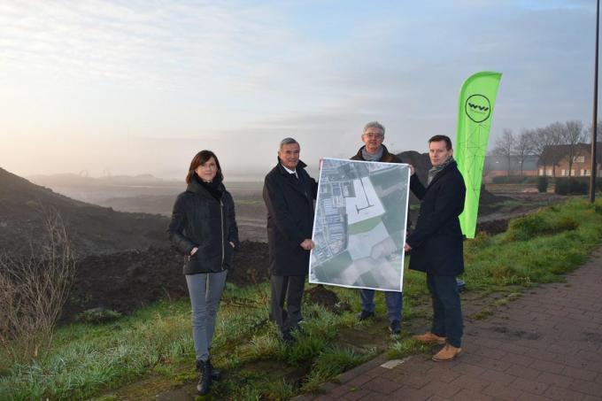 Op de foto zien we de WVI en burgemeester Hendrik Verkest met schepen Lieven Huys. foto Nele