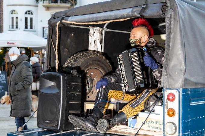 Marino Punk trok met zijn opvallende punkverschijning en zijn muzikaal aanstekelijke nummers heel veel aandacht.©MYRIAM VAN DEN PUTTE foto MVQ