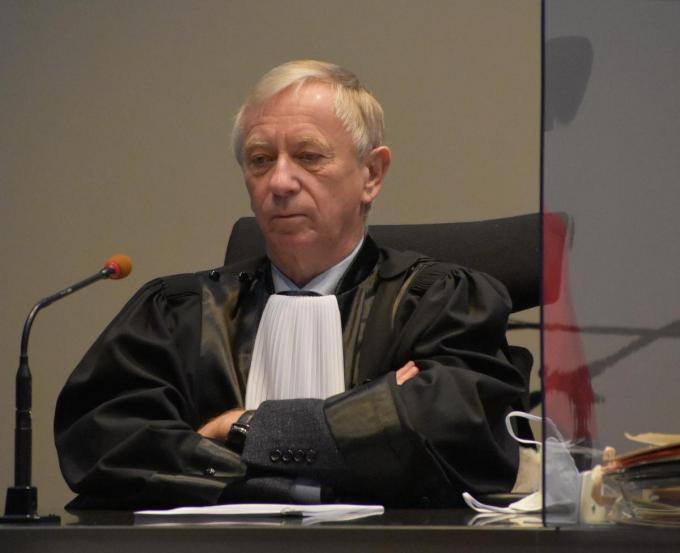 Rechter Thierry Denys bij de start van het proces.© LK