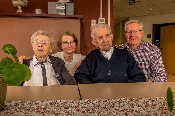 Frits De Brabandere en Carola Wambeke met hun kinderen Rita en Hugo in februari 2020, net voor de coronacrisis uitbrak.©Wouter Meeus Wouter Meeus