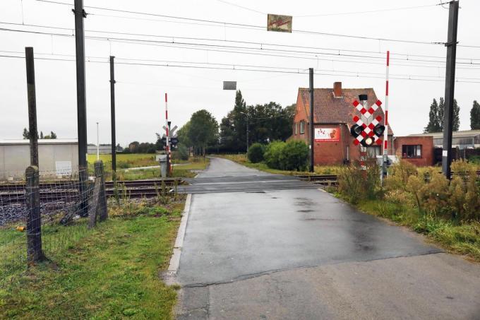 Na bezwaarschriften door buurtbewoners wil de stad de afschaffing van de spooroverweg aan de Leenstraat alleen goedkeuren als Infrabel vooraf een fiets- en voetgangerstunnel bouwt.©Johan Sabbe