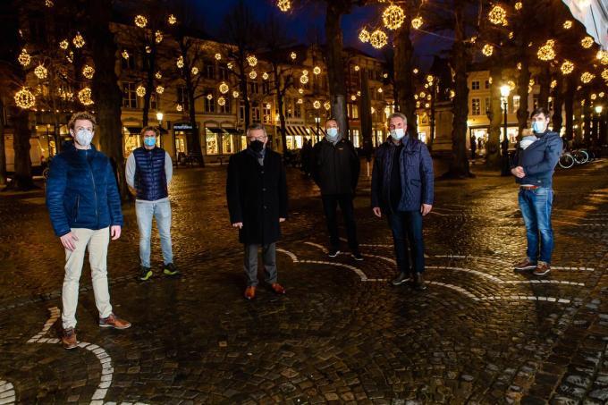 Piet Vanderyse, Jencey Provoost, Peter Van Praet, Dirk Van Hegen, Dries Langsweirdt en burgemeester Dirk De fauw.©Davy Coghe Davy Coghe