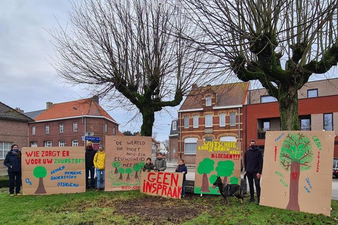 De actievoerders willen niet dat de bomen op het Sint-Medardusplein worden gerooid.©Eric Flamand EF