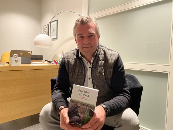 Claude Croes brengt in zijn boek 'Gemaskerd afscheid' getuigenissen over rouwen in coronatijden.© DRD