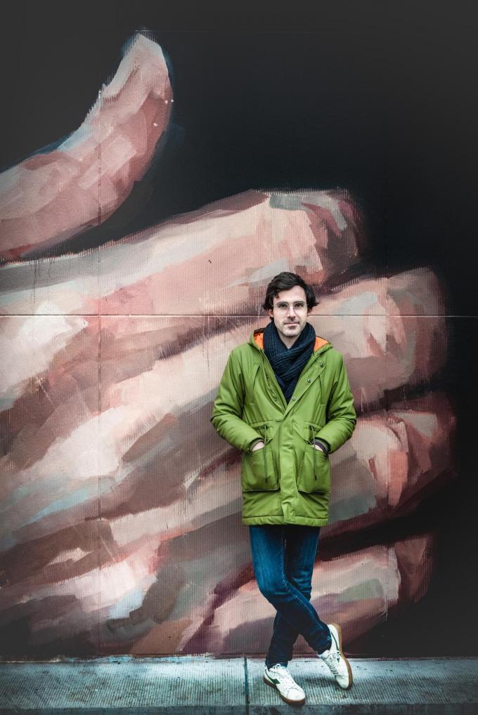 """Kristof Calvo: """"Oostende is een prikkelende stad. Mechelen heeft véél te bieden op cultureel vlak, maar ik ben toch een tikkeltje jaloers op Theater aan Zee en De Grote Post. Dat zijn straffe realisaties.""""© Christophe De Muynck"""