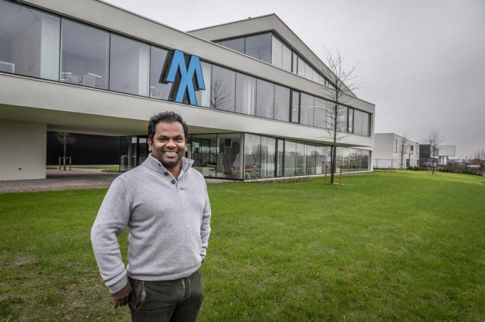 Emmanuel Bekaert voor het nieuwe hoofdkwartier van Maxicon. (foto SB)©STEFAAN BEEL Stefaan Beel