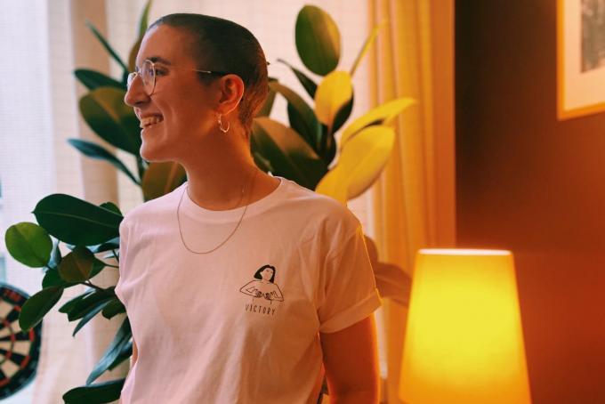Victoria met het 'Victory'-t-shirt dat haar vrienden maakten.© gf