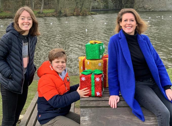 Burgemeester Emmily Talpe met haar kinderen Diethe (16) en Arnaud (10). (foto TOGH)
