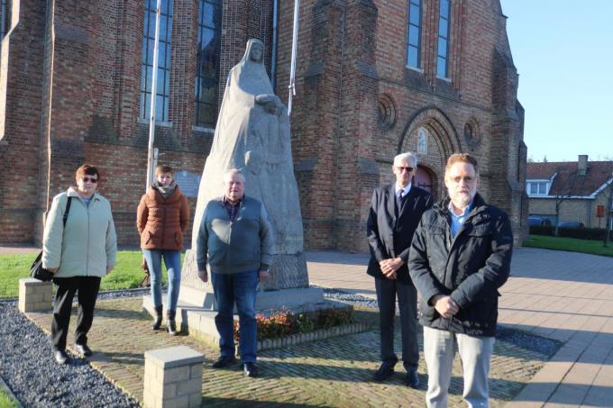 Het bestuur van de Oudstrijdersbond Klerken met v.l.n.r. Greta Bollengier, Anick Boone, voorzitter Gerard Boone, Frans Huyghe en Eric Beghein. (foto ACK)©type=