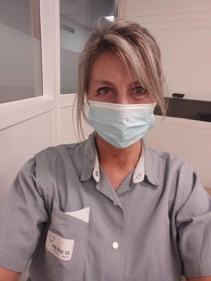 """Isabelle Goeman: """"Door mijn werk in het AZ Sint-Jan besef ik meer dan ooit dat er nood is aan een vaccin om deze pandemie effectief te bestrijden."""" (GF)"""