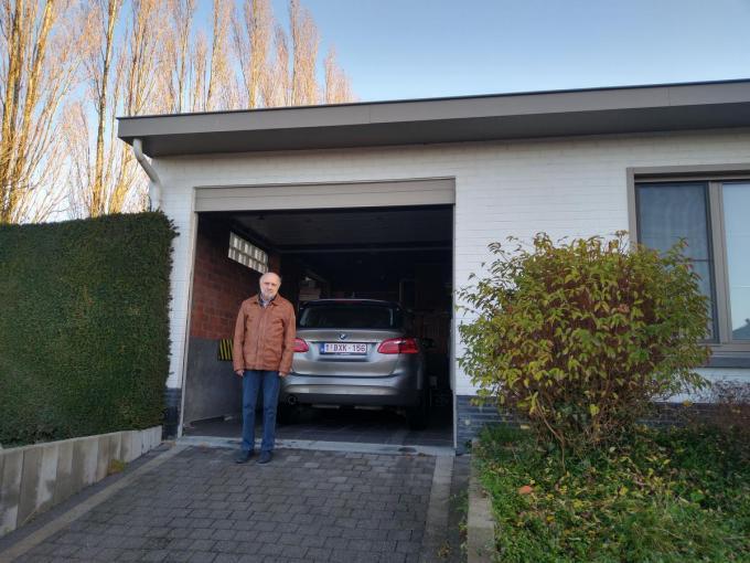 Luc Platteau (75) daagde na schade in zijn woning, veroorzaakt door de aanhoudende droogte, zijn verzekeringsmaatschappij voor de rechter en haalde zijn slag thuis. (foto Annelies Nollet)