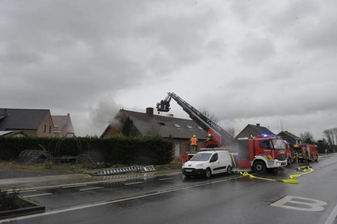 De brandweer had de handen vol met de zware brand.©PADI foto FODI